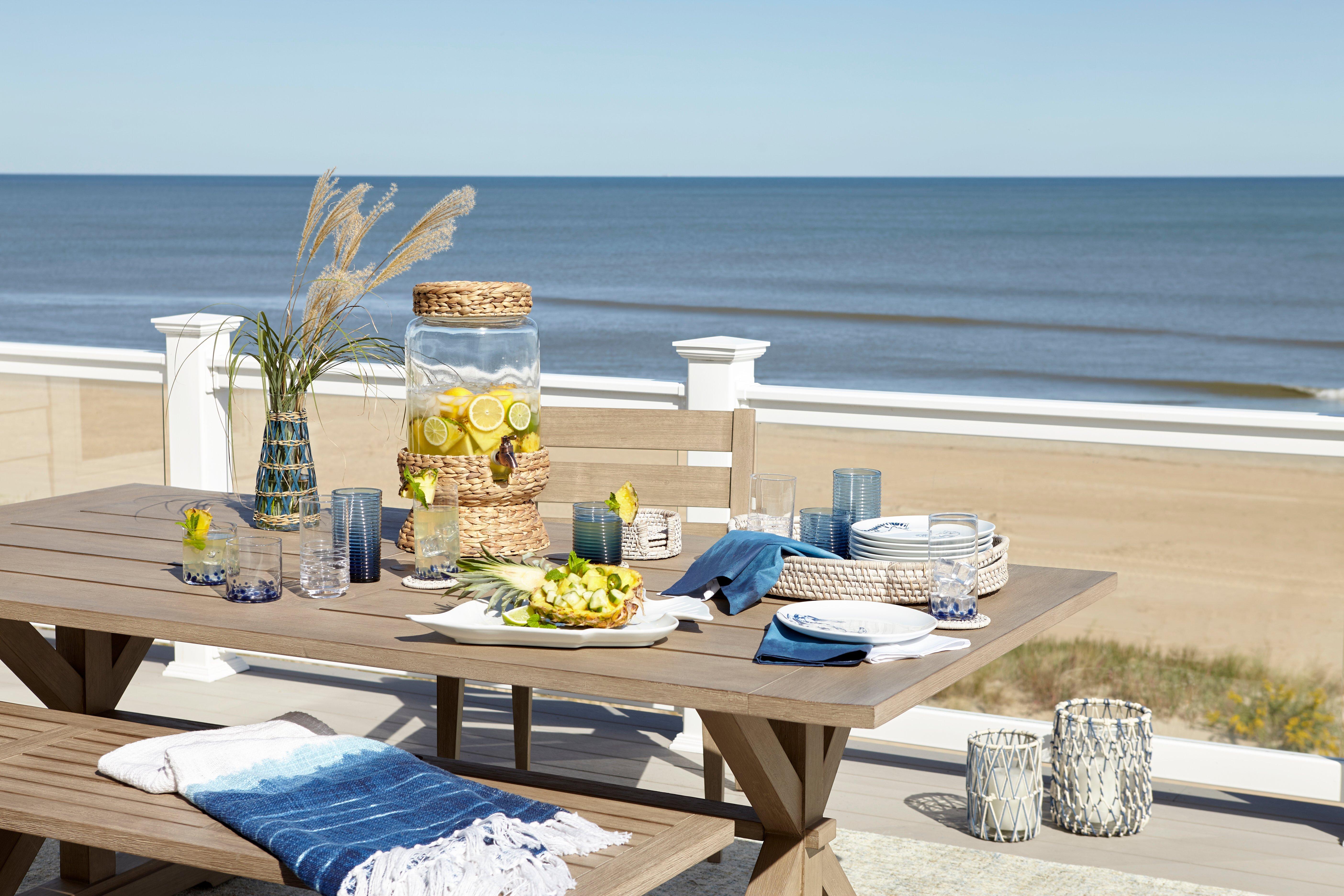 outdoor-table-set-overlooking-beach