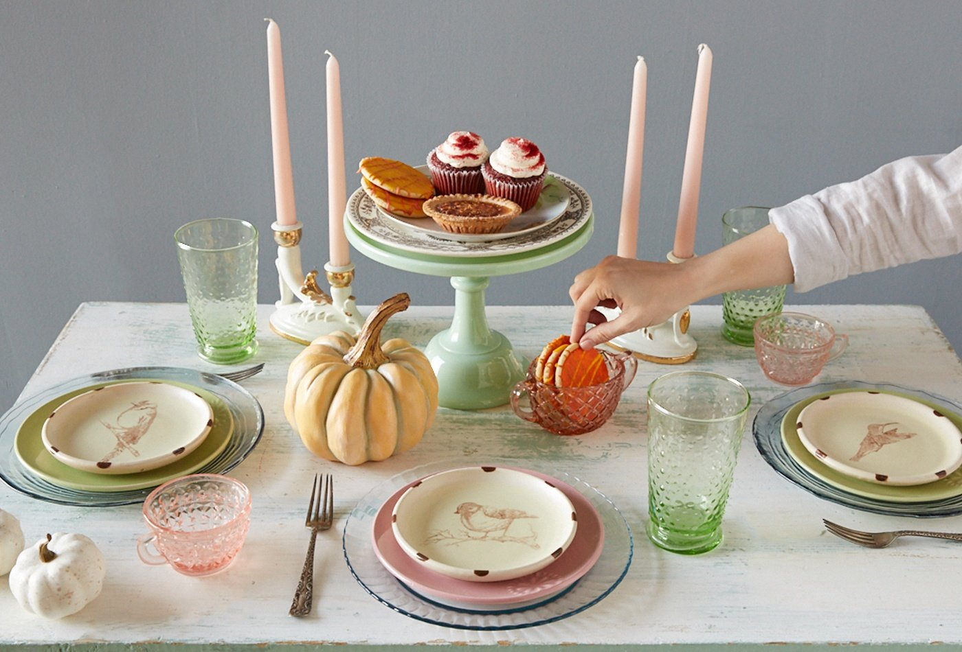thrifted-table-setting-green-pink-pastel