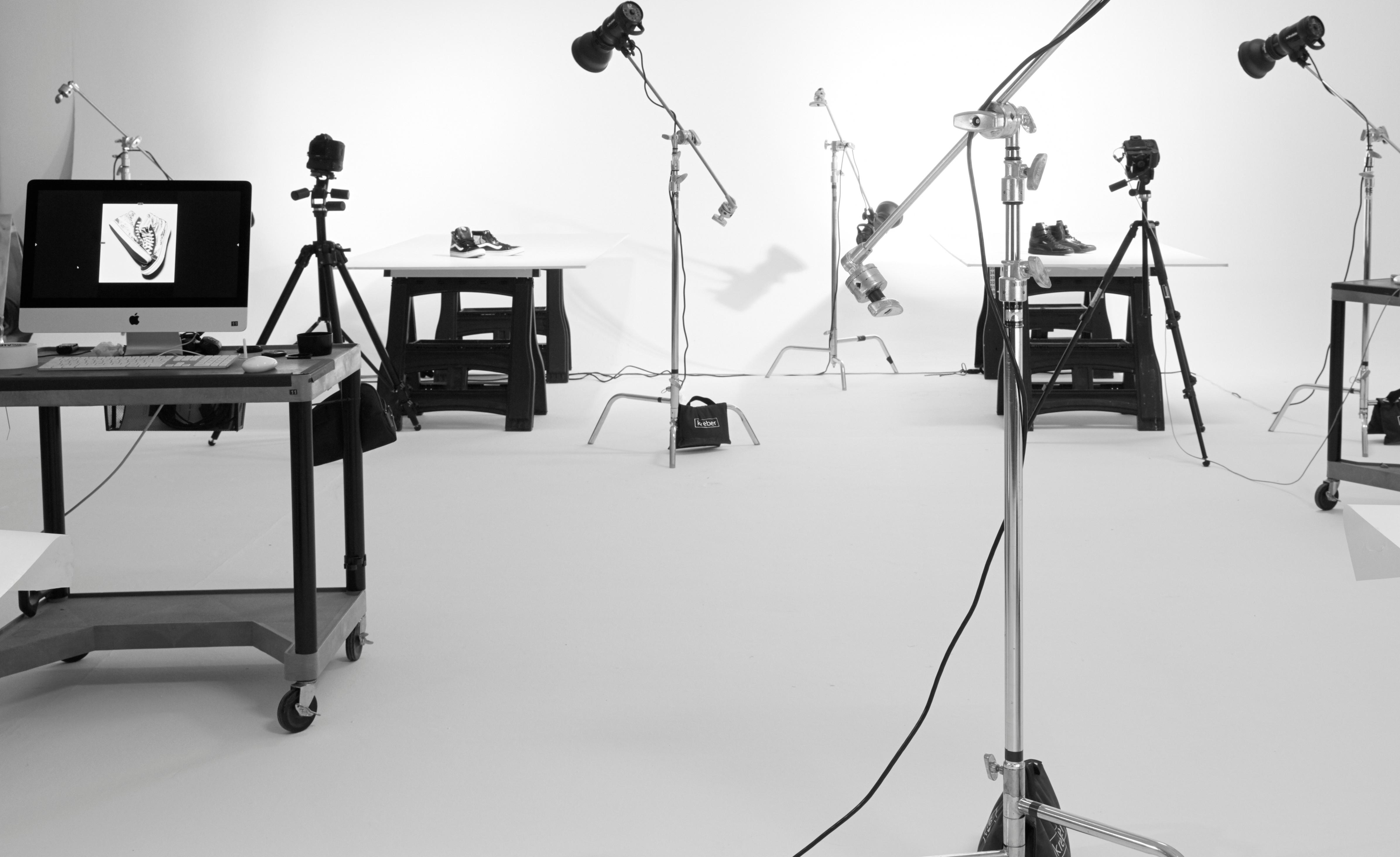 photo-studio-cameras-computer