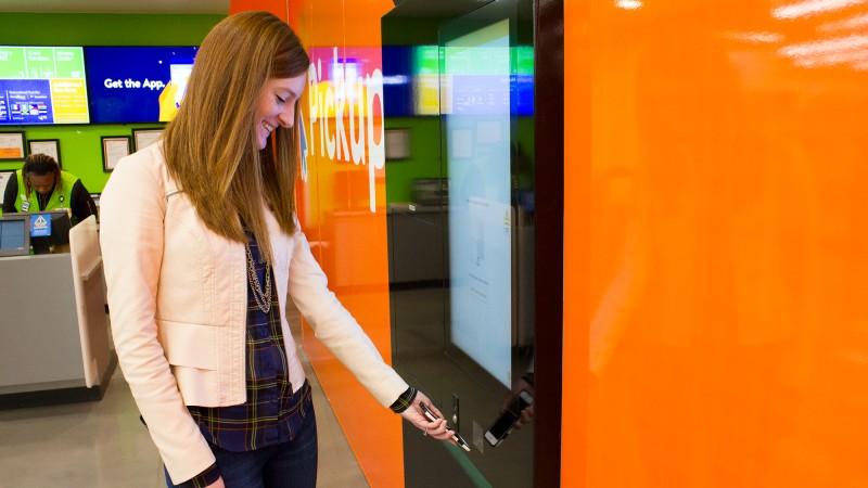 walmart-shopper-scanning-phone